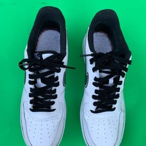 MENS NIKE AIR FORCE 1 SNEAKERS SIZE 13